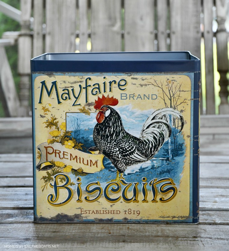 Biscuit tin with rooster as vase for flower arrangement | ©homeiswheretheboatis.net