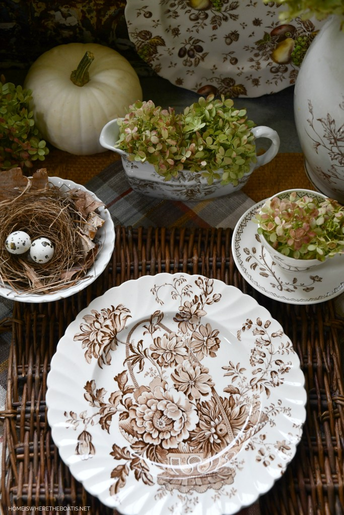 Royal Staffordshire Clarice Cliff 'Charlotte' | ©homeiswheretheboatis.net #tablescapes #fall #transferware