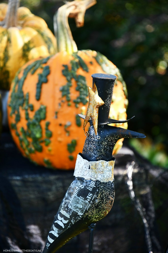 Crow stake Halloween | ©homeiswheretheboatis.net #DIY #halloween