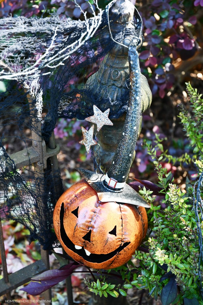 Smiling Jack for Halloween | ©homeiswheretheboatis.net #DIY #halloween