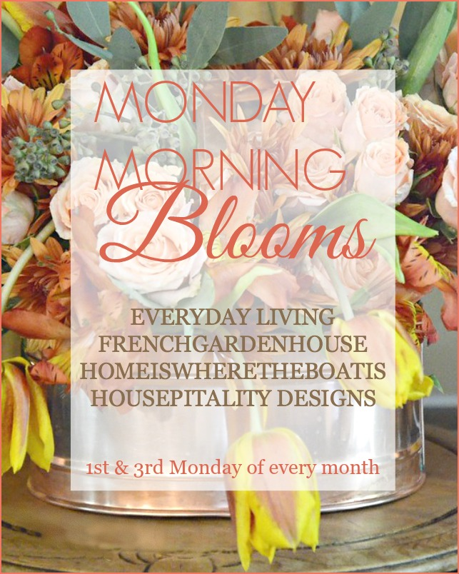 Monday Morning Blooms 1st and 3rd Monday of the month | ©homeiswheretheboatis.net #fall #hydrangeas #apples #pumpkins #centerpiece