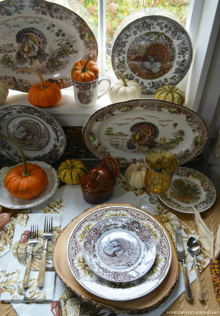 A Rafter of Turkeys and Thanksgiving Vignette | ©homeiswheretheboatis.net #thanksgiving #tablescapes