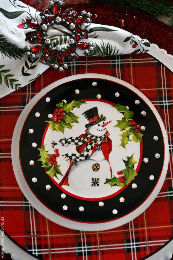 Top Hat Snowman Centerpiece and Tablescape | ©homeiswheretheboatis.net #christmas #snowman #tablescape