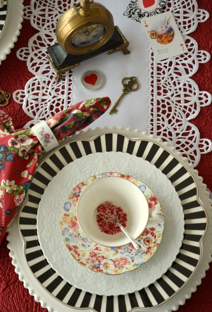 Alice in Wonderland inspired table for Valentine's Day | ©homeiswheretheboatis.net #tea #tablescapes #valentinesday