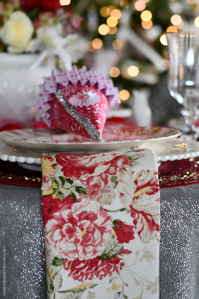 Valentine's Day tablescape | ©homeiswheretheboatis.net #valentinesday #tablescapes