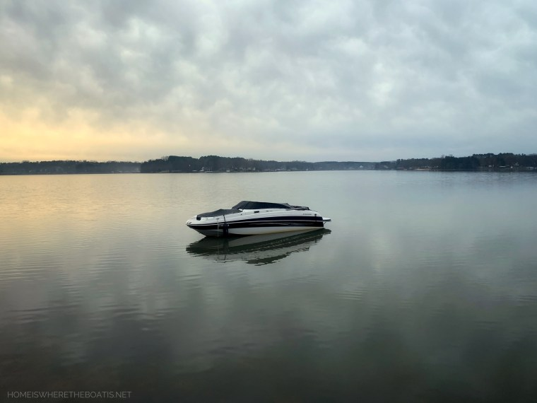 Drifting boat Weekend Waterview | ©homeiswheretheboatis.net #lakenorman