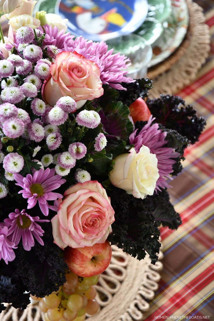 Curly leaf kale in flower arrangement | ©homeiswheretheboatis.net #tablescapes #flowers