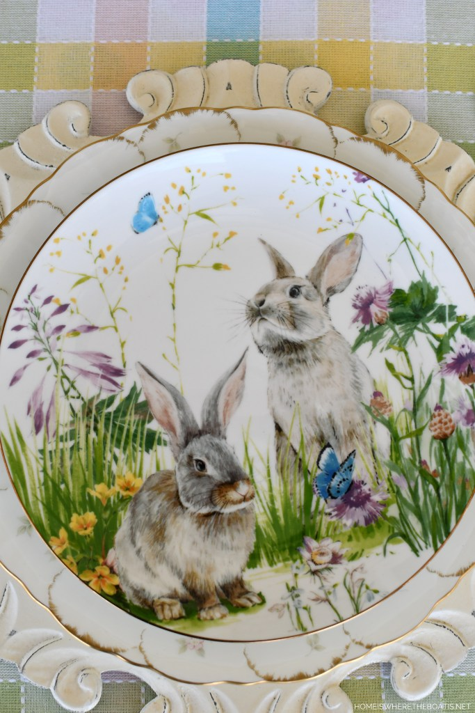 Floral Meadow Bunny Plates | ©homeiswheretheboatis.net #DIY #easter #spring #flowers #tablescape