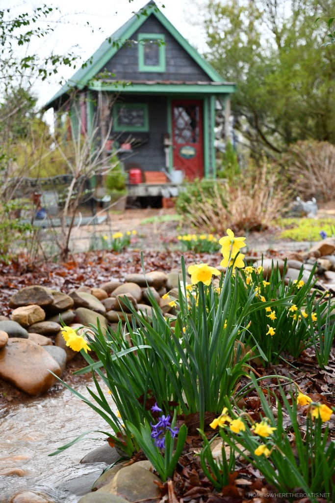 Rain water dry creek bed by Potting Shed | ©homeiswheretheboatis.net