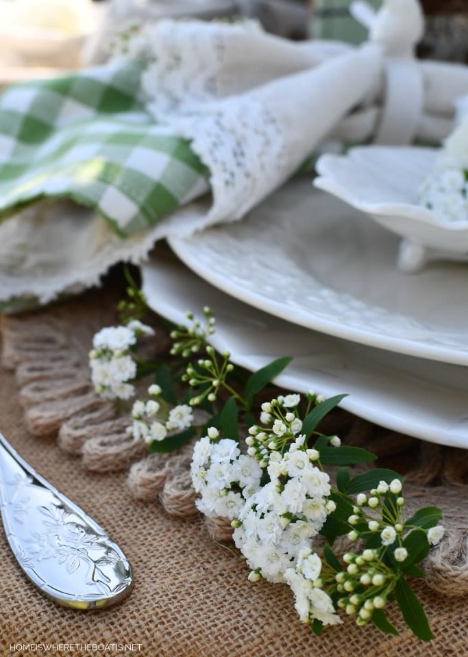 Alfresco spring table with birds | ©homeiswheretheboatis.net #spring #flowers #garden #tablescape #alfresco