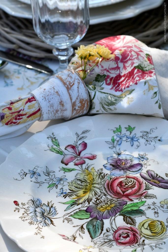 Lakeside Spring Table + Garden Blooms | ©homeiswheretheboatis.net #spring #tablescape #alfresco #lake