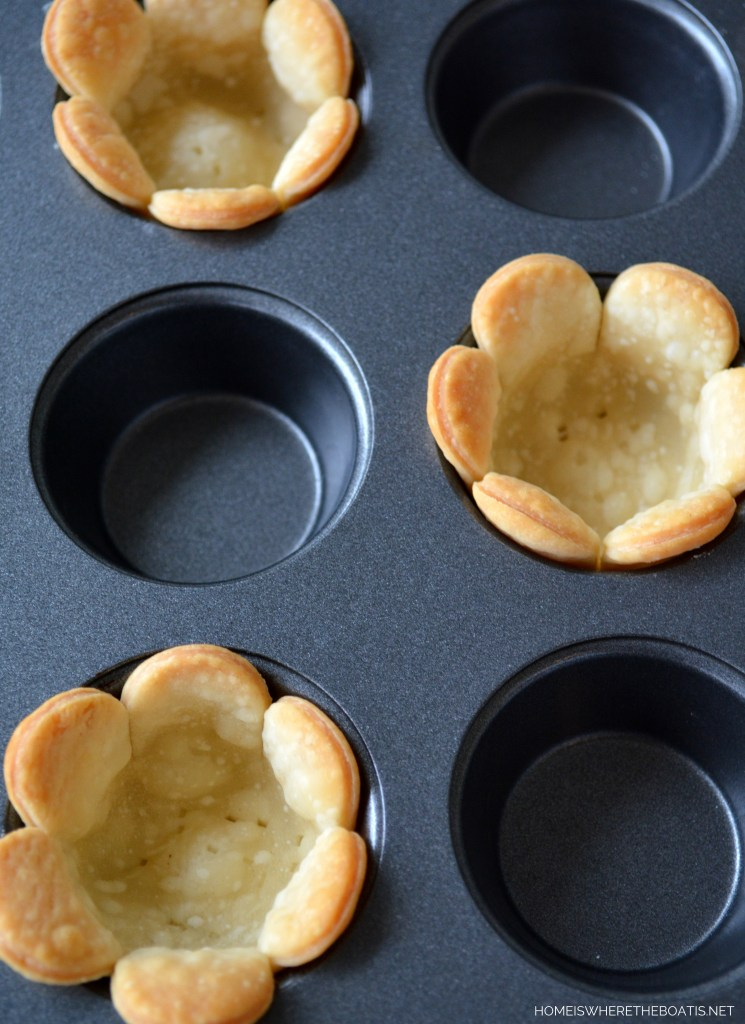 Flower Tartlets, quick and easy to make! | homeiswheretheboatis.net #tea #dessert