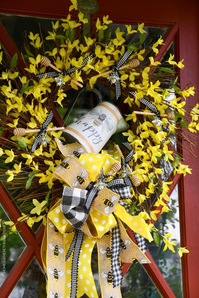 DIY Bee Happy Wreath | ©homeiswheretheboatis.net #bee #wreath #DIY