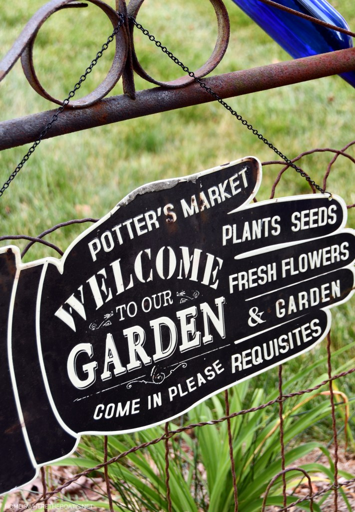 Potter's Market Welcome to Our Garden Sign | ©homeiswheretheboatis.net #garden #flowers