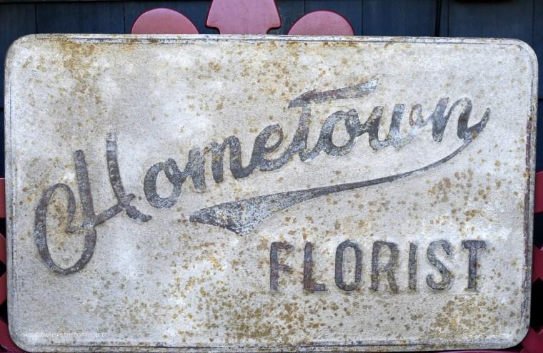 Hometown Florist Sign | ©homeiswheretheboatis.net #summer #garden #flowers
