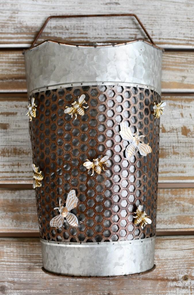 Bee door basket flower arrangement using an Amazon Prime envelope! | ©homeiswheretheboatis.net #flowers #DIY #garden #bees #nationalpollinatorweek #upcycle