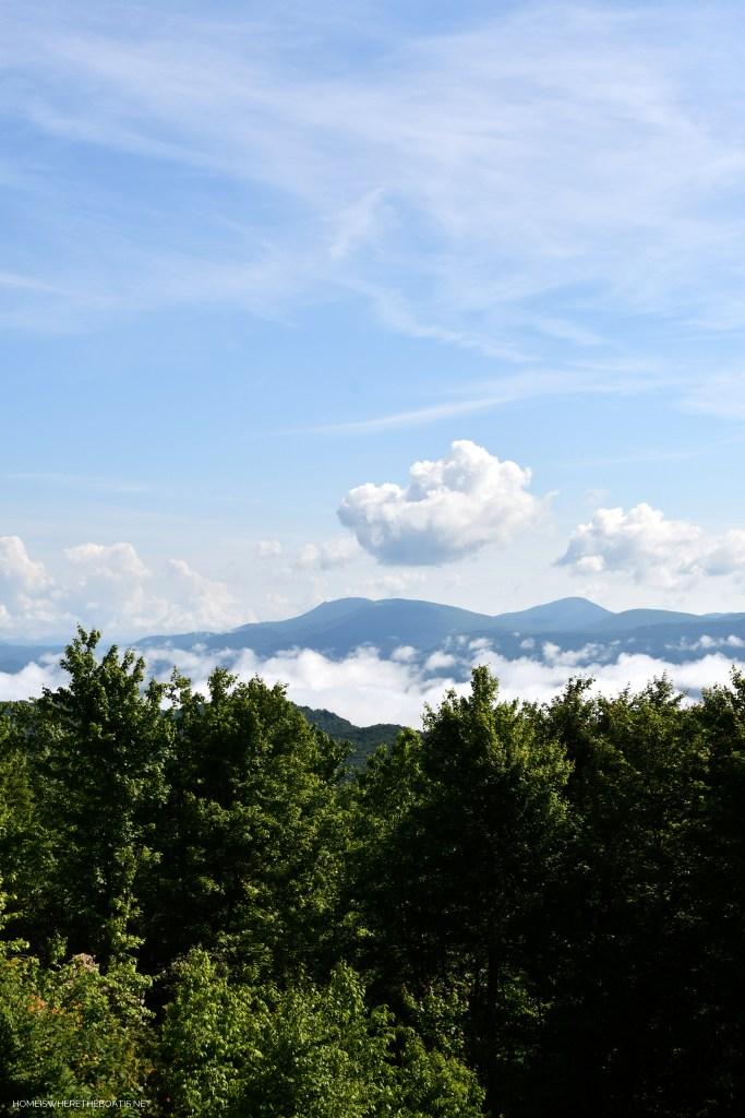 North Carolina Blue Ridge Mountain Views | ©homeiswheretheboatis.net