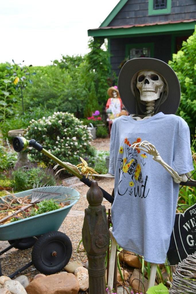 Gardening Around the Potting Shed with the Skeleton Crew | ©homeiswheretheboatis.net #skeleton #halloween #garden #flowers
