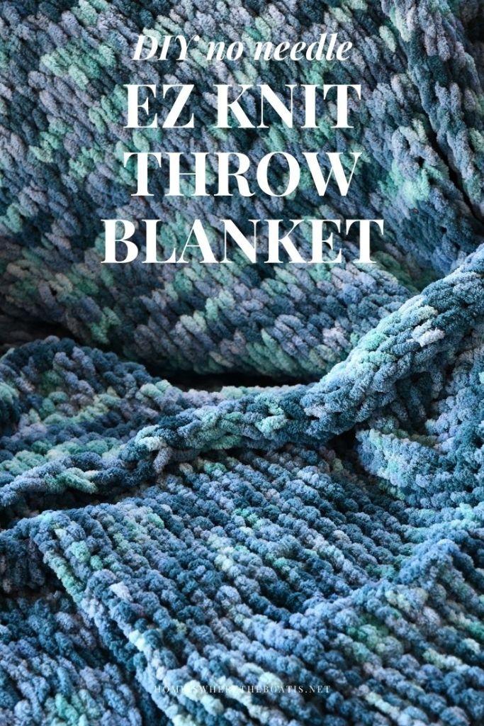 DIY No Needle EZ Knit Loop Yarn Throw Blanket | ©homeiswheretheboatis.net #DIY #craft #yarn #noknit #blanket