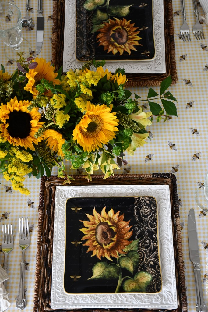 DIY Floral Centerpiece and Tablescape with sunflowers and bees | ©homeiswheretheboatis.net