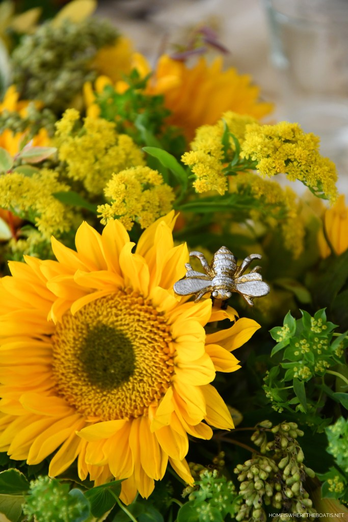 """Add some bee """"jewelry"""" to your flower arrangement with magnets 
