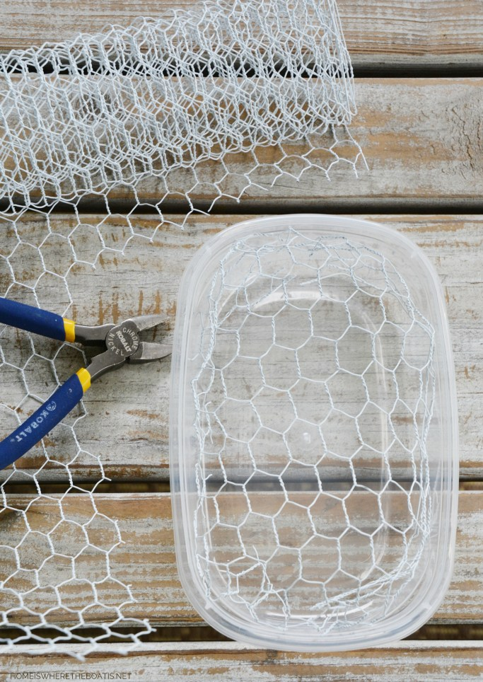 How to create a fresh flower table runner using chicken wire | ©homeiswheretheboatis.net #sunflowers #tablescape #flowers #DIY