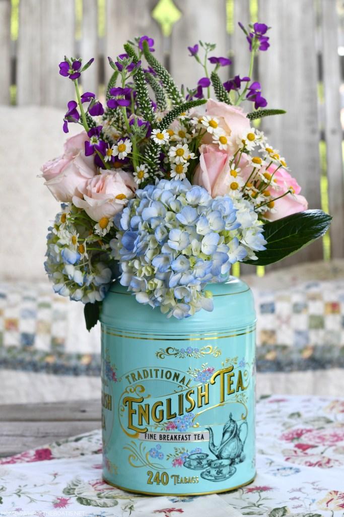 Flower Arrangement in a Tea Tin | ©homeiswheretheboatis.net #tea #flowerarrangement