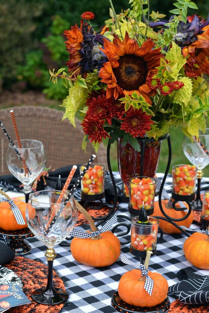 A Jolly Halloween Tablescape | ©homeiswheretheboatis.net #halloween #tablescape