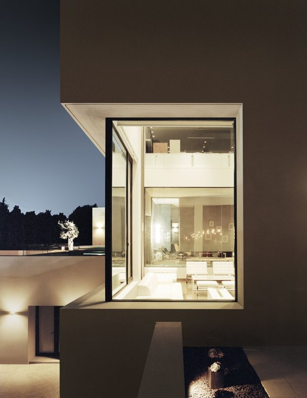 Abu Samra House by Symbiosis Designs night view