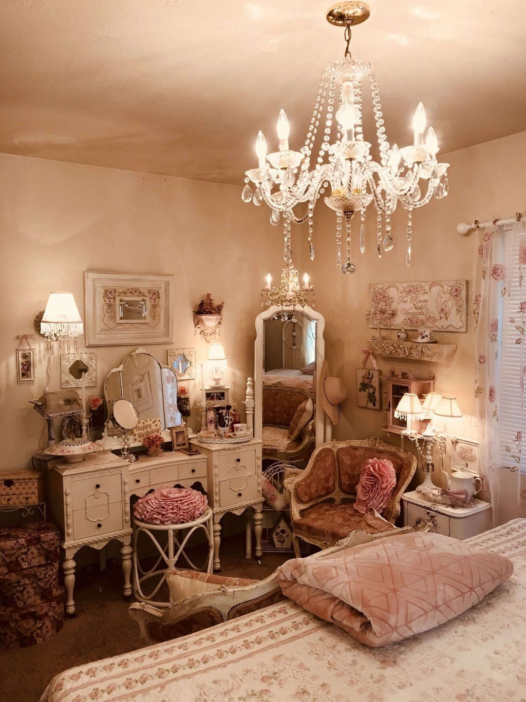 Shabby Chic Furniture – Beautiful Bedrooms