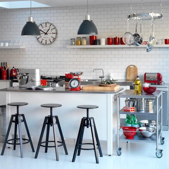 5 contemporary black and white kitchens ideas Industrial chic kitchen Contemporary Black and White Kitchens Ideas