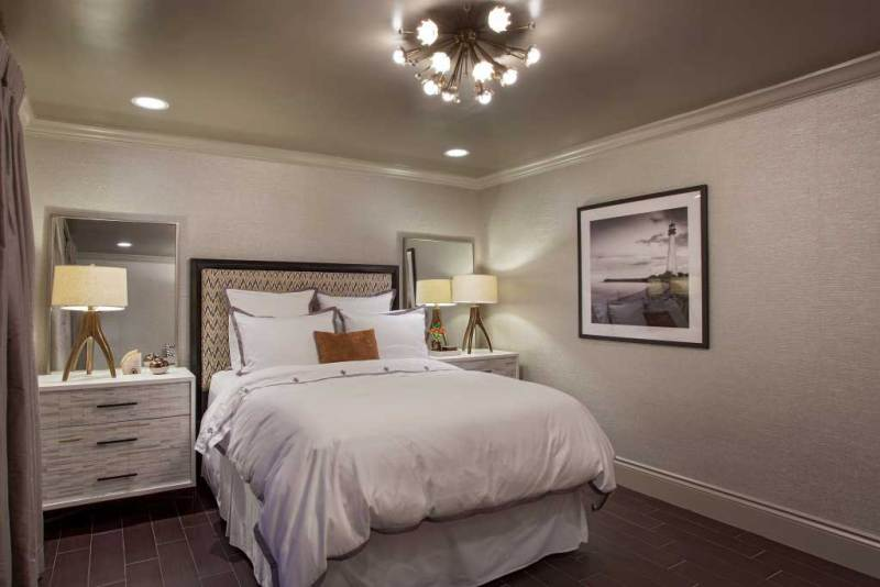 bedroom with sputnik ceiling lights