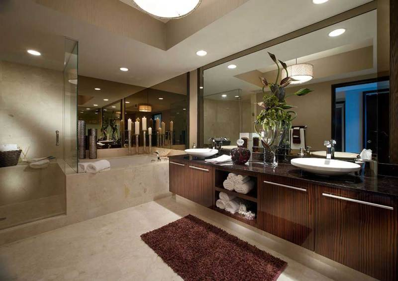 transitional bathroom with candle lamps and modern pendant light