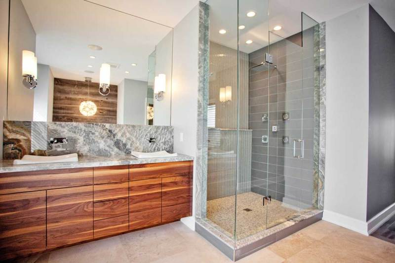bathroom with wall sconces and burst pendant light