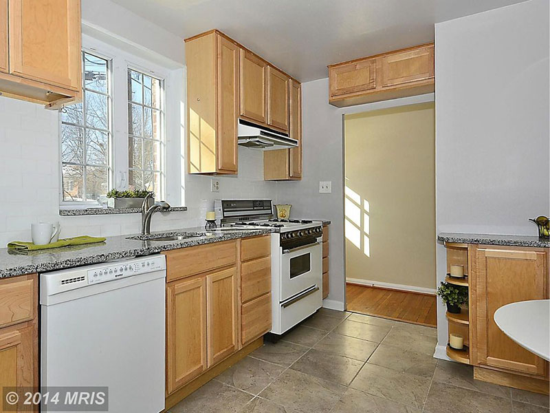 Maple cabinets with new caledonia granite