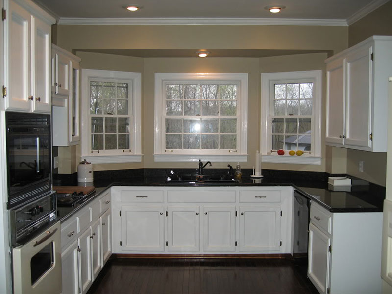 Small kitchen with uba tuba granite - Uba Tuba Granite Countertops (Pictures, Cost, Pros & Cons)
