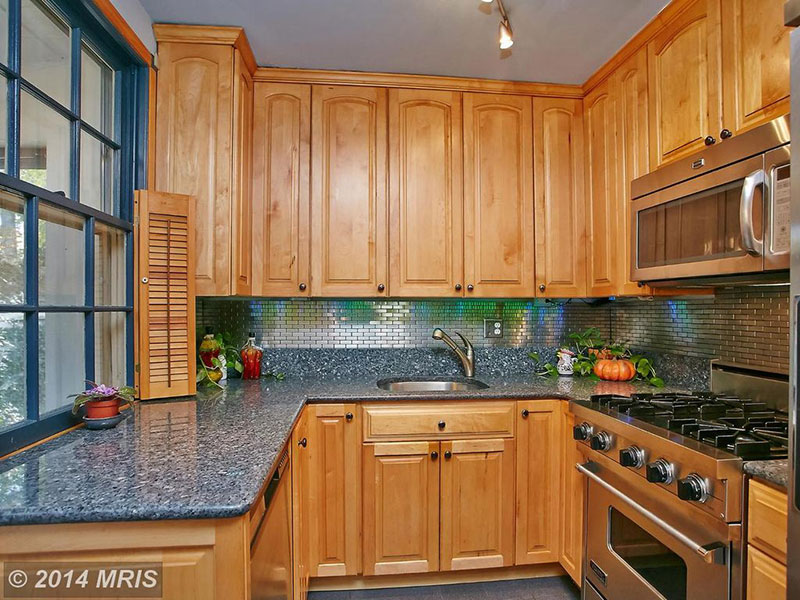 Honey Red Kitchen Cabinets With Granite Countertops