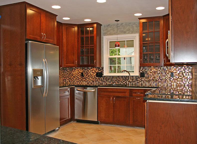 Traditonal kitchen with uba tuba granite and tile backsplash