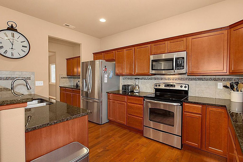 Craftsman kitchen with uba tuba granite