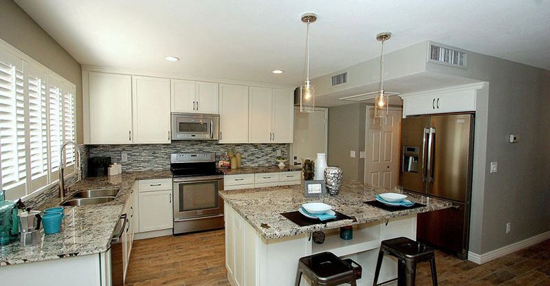 Contemporary kitchen design with alaska white granite countertops