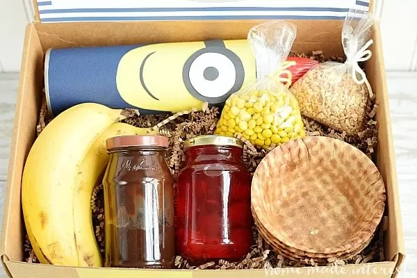 Go bananas with this Minion Banana Split kit! The birthday boy or girl is going to love having everything they need for an ice cream party all in one box! I loved making this simple craft to celebrate my nephew's birthday.