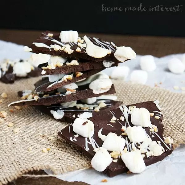 This makes a great Christmas gift! Everyone will love your homemade Rocky Road Bark/ Creamy dark chocolate covered in almonds, marshmallows, and white chocolate. This is a dessert no one can resist!