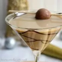 Throw a Bling New Year's Eve party and make this simple martini recipe for a Salted Caramel Chocolate martini as your signature drink!