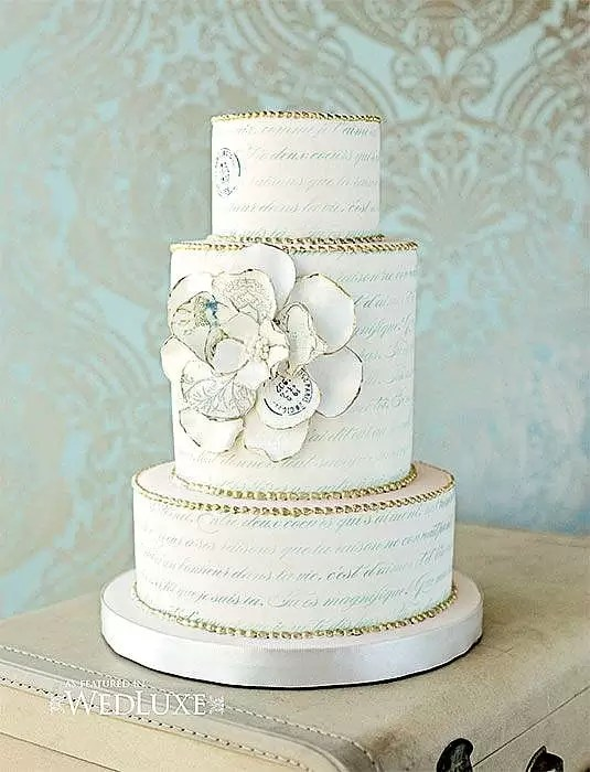 Beautiful gold leaf wedding cakes ideas for your wedding. Gold leaf can add simple elegance to your wedding cake. You can add gold leaves, feathers or gold leaf brush strokes to make a gorgeous wedding cake.