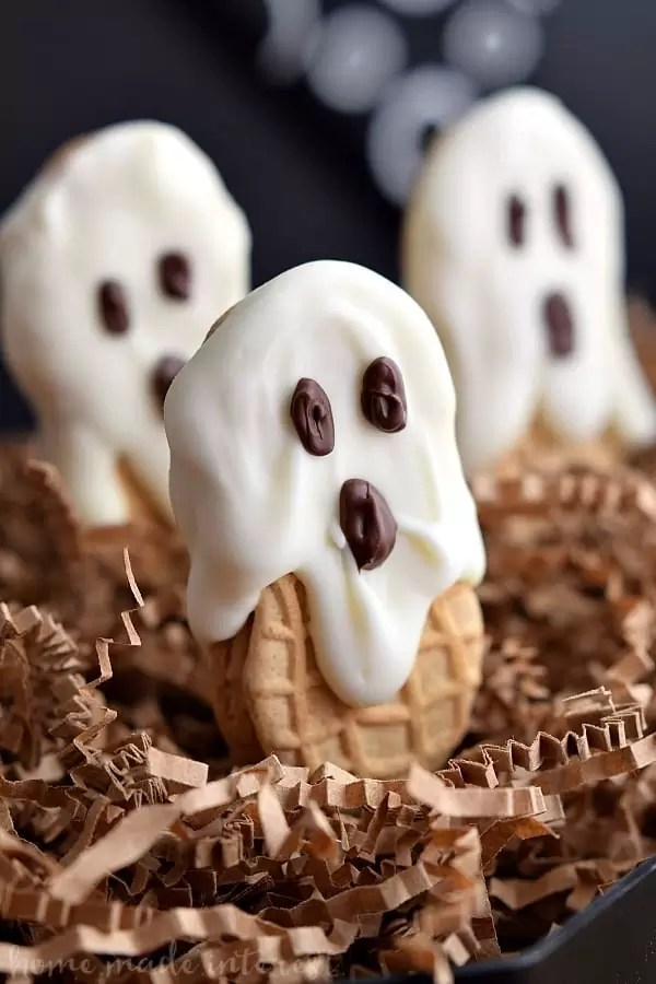 This old school Halloween dessert is the perfect Halloween party food. Kids are going to love these Nutter Butter ghost cookies. Nutter Butter cookies coated in white chocolate or almond bark and decorated with chocolate eyes. Halloween Nutter Butter cookies are delicious and adorable!