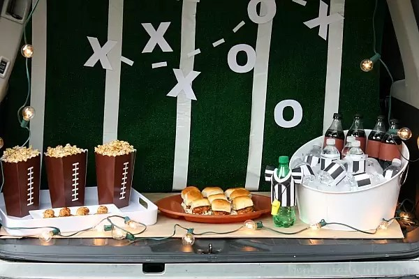 I love tailgating during football season and setting up a fun and easy Trunk Tailgating party is always a good time. I decorate my trunk for game day and serve game day appetizers like honey bbq sliders, bacon cheese balls, and bbq popcorn! My tailgate party tutorial is full of easy game day party or tailgate recipes and ideas.