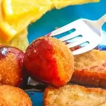 Making time for breakfast can be hard but I have a few tips and tricks for getting breakfast on the table in the morning before getting the kids off to school. This quick and easy raspberry dipping sauce can be frozen in individual portions and heated up to dip french toast sticks or donuts in for a breakfast the kids will love.
