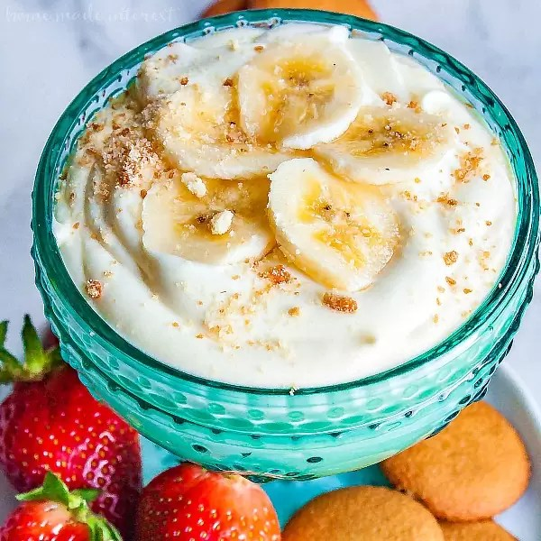 Banana Cream Cheesecake Dip   If you like banana pudding you're going to love this no bake banana cream cheesecake dip! It is an easy no bake dip recipe that combines, pudding, bananas, cream cheese, and whipped cream to make a rich and delicious dessert dip recipe that taste just like banana pudding when you eat it on a vanilla wafer! This banana cream cheesecake dip will make a perfect Easter dessert or summer dessert recipe for cookouts!