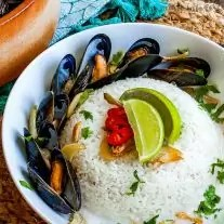 Mussel Poke | This easy mussels recipe is perfect as a mussels appetizer or a complete meal. Mussel Poke combines Thai-inspired flavors and delicately steamed mussels into a delicious mussels recipes bursting with flavor.