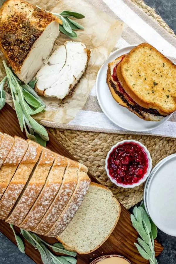 whole wheat bread and turkey with cranberry sauce
